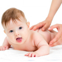 Nie wiesz jak pielęgnować noworodka? Poproś o pomoc położną rodzinną